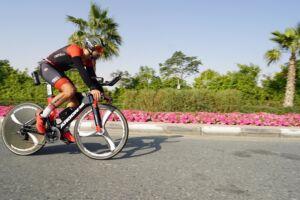 Riccardo: da Milano a Dubai in un giro di ruota